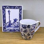 Heinen Delfts blauwe mok, bord, fietsmotief