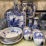 Delfts blauwe kaasplank, vaas, klompen